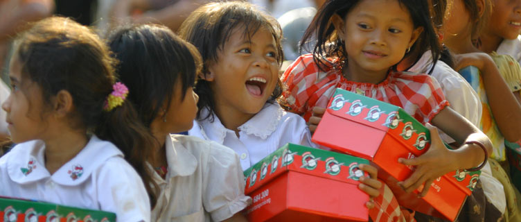Give Gifts to Children in Shoe Boxes